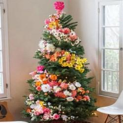 Λουλούδια στο χριστουγεννιάτικο δέντρο, η απόλυτη Χριστουγεννιάτικη τάση!